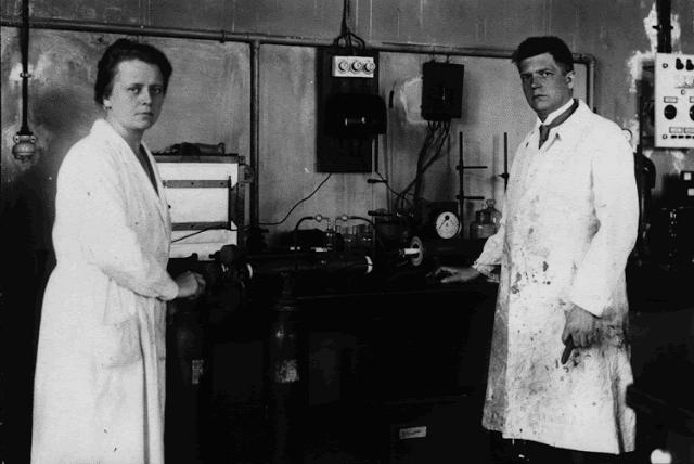 Ida y Walter Noddack en el laboratorio