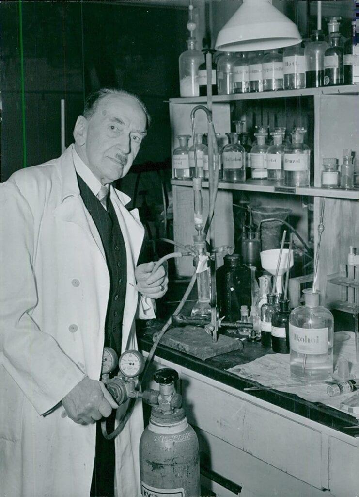 Hans von Euler-Chelpin en su laboratorio
