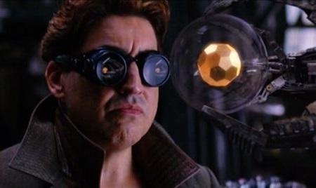 """El doctor Otto Octavius o Octopus con una esfera de """"tritio"""""""