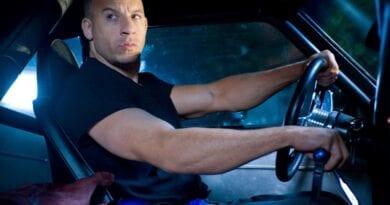 Dominic Toretto, interpretado por Vin Diesel, junto a una botella de NOS (óxido nitroso), en un fotograma de Fast & Furious